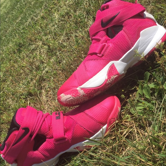 innovative design a4318 29e2b Nike Lebron Soldier IX in pink basketball shoes